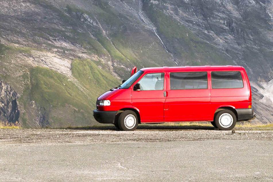 Die beiden zogen sich in den VW-Bus zurück, später starben sie im Innenraum an einer Kohlenmonoxid-Vergiftung (Symbolbild).