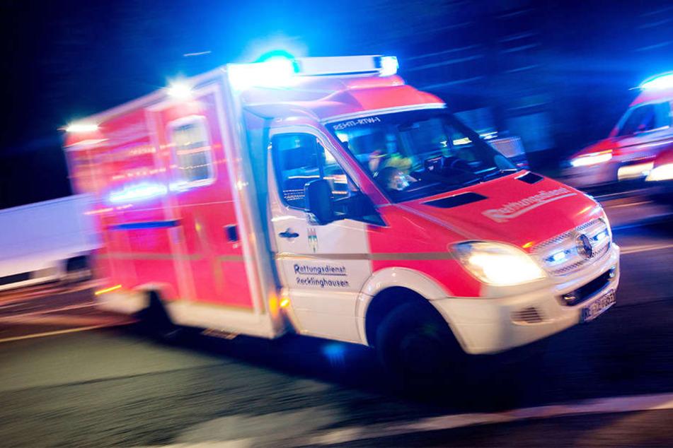 Die Fahrerin wurde in ihrem Wagen eingeklemmt und verletzt.