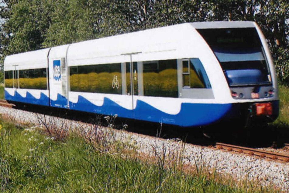Rauch und Funken: Zug gerät vor Usedom in Notlage, über 100 Fahrgäste evakuiert