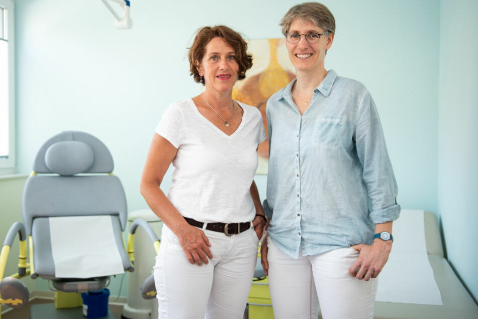 Natascha Nicklaus und Nora Szász (re.) hatten auf ihrer Webseite über angebotene Leistungen informiert.