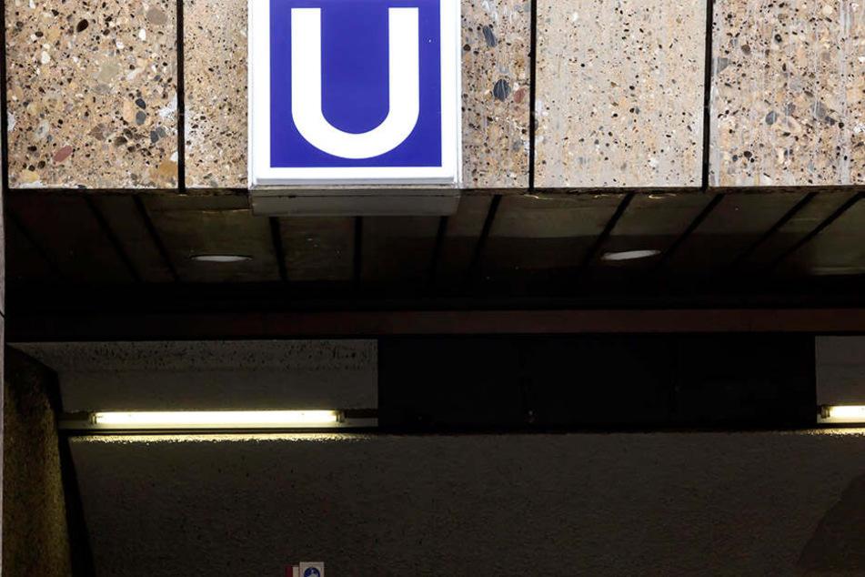 Schwer verletzt kroch der Mann plötzlich aus dem Gleisbett der Kölner U-Bahn.