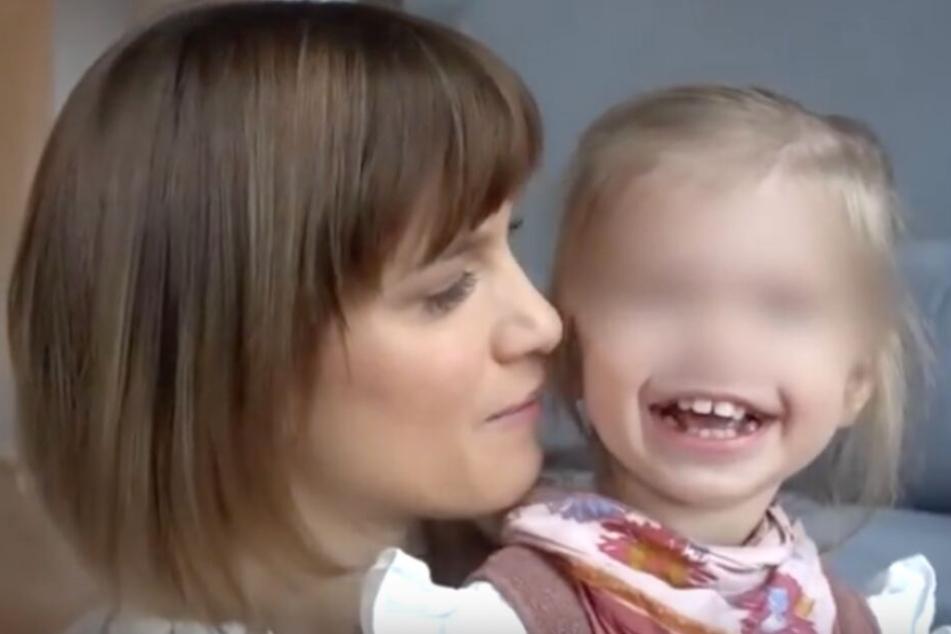Schauspielerin Isabell Horn ist stolz auf ihre kleine Ella.