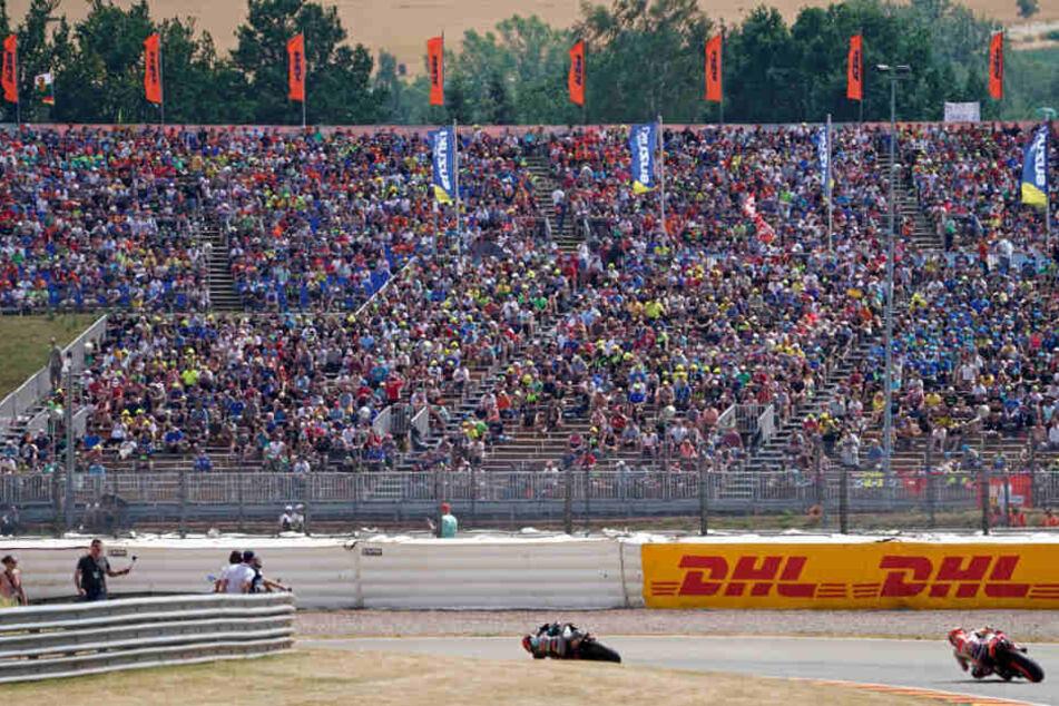 Am gesamten Rennwochenende waren etwa 200.000 Besucher am Sachsenring dabei.