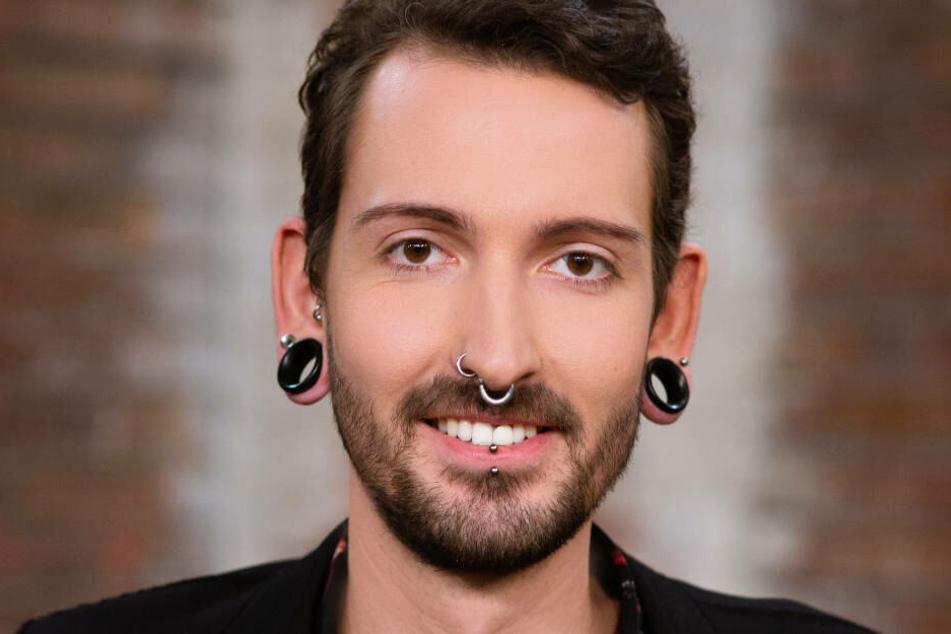 """Schon seit der ersten Staffel (2013) ist Fabian Kahl bei der ZDF-Sendereihe """"Bares für Rares"""" als Antiquitätenhändler dabei."""