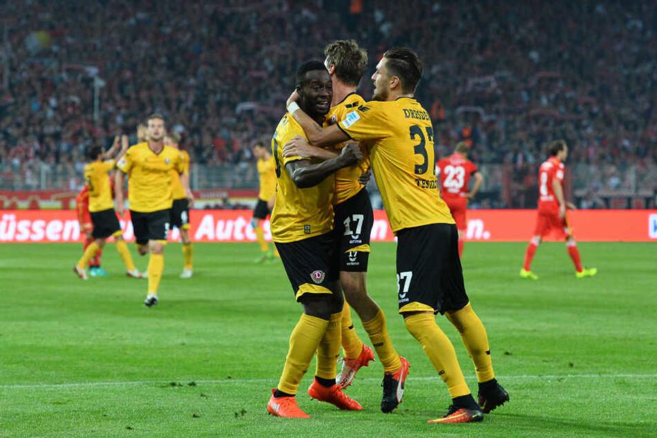 Andreas Lambertz (Mitte) markierte in der 69. Minute den 2:2-Ausgleich für Dynamo bei Union Berlin.