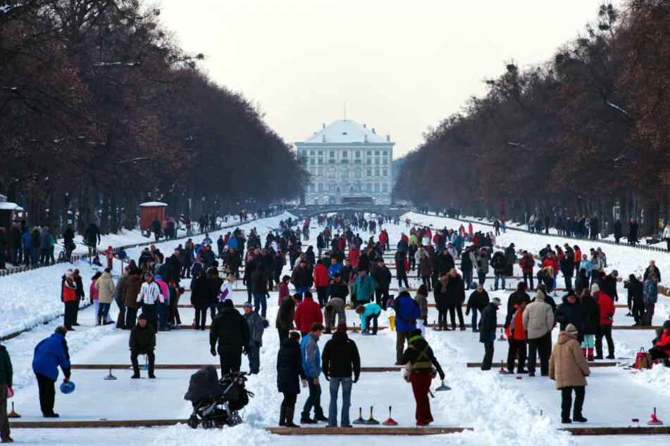 Wenn der Kanal gefroren ist, herrscht auf dem Eis wildes Treiben. (Archivbild)