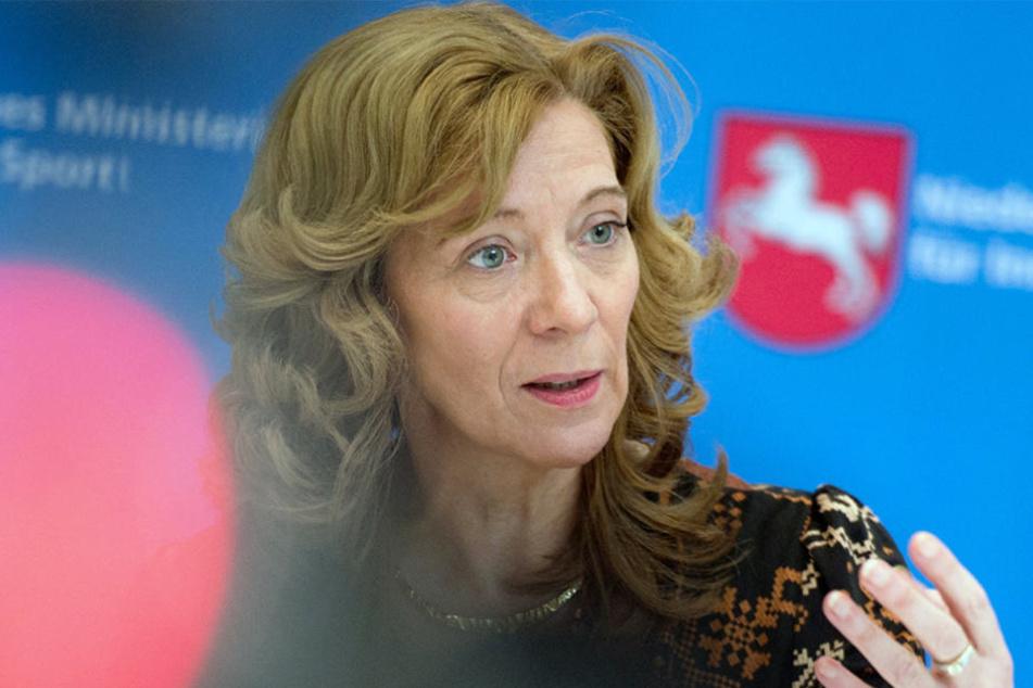 Ulrike Sachs bekräftigt, sie habe diese Schreiben nicht verfasst. Die Behörde erstattete Anzeige.