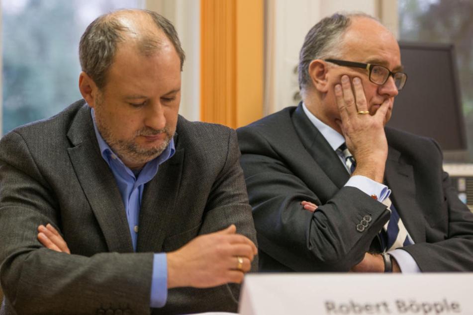 Robert Böpple, Leiter der Parkeisenbahn (l.), und Schlösserland-Chef Christian Striefler (r.) zeigten sich am Dienstag sichtlich betroffen.