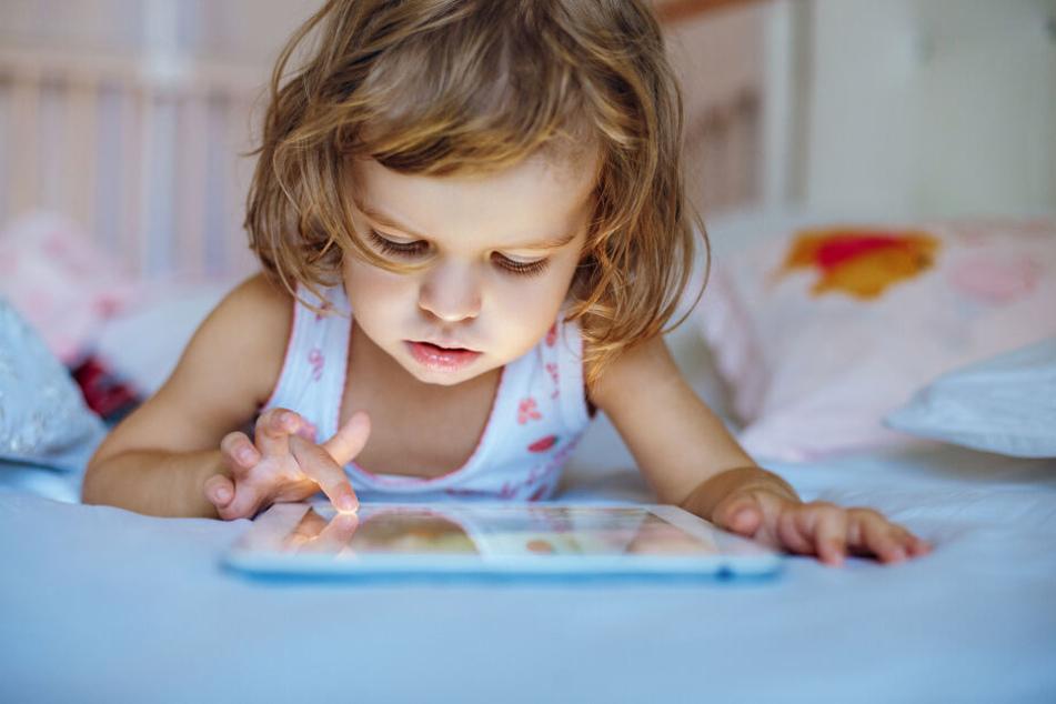 Schon die ganz Kleinen sollen in Zukunft lernen, wie man mit Tablet und co umgeht. (Symbolfoto)