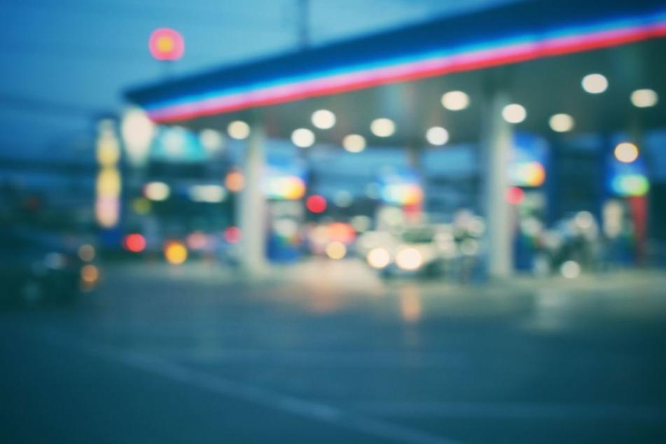 Am Sonntagabend hat ein Räuber eine Tankstelle in Berlin-Zehlendorf überfallen (Symbolbild).