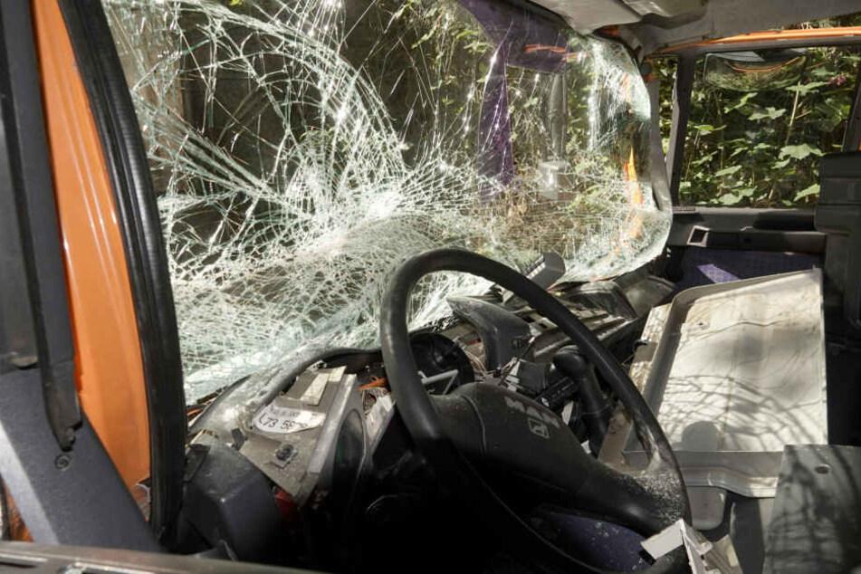 In dieser Fahrzeugkabine wurde der LKW-Fahrer eingeklemmt.
