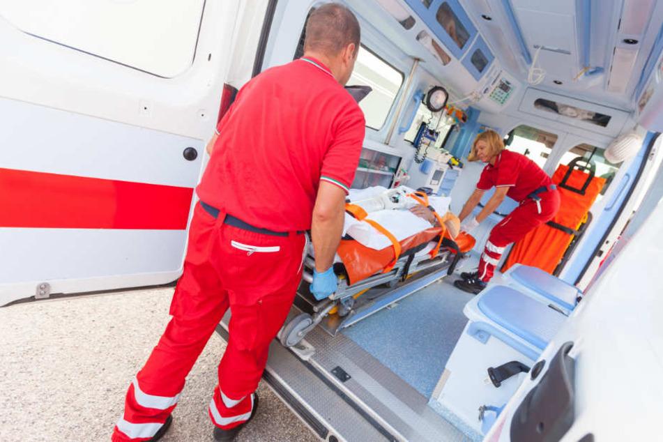 Zwölf Menschen mussten mit Verletzungen ins Krankenhaus. (Symbolbild)