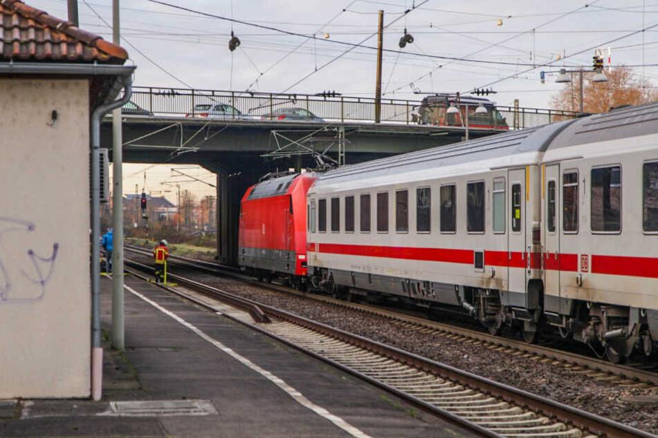 Mensch von Zug erfasst: Bahnverkehr zwischen Karlsruhe, Stuttgart und Heidelberg beeinträchtigt