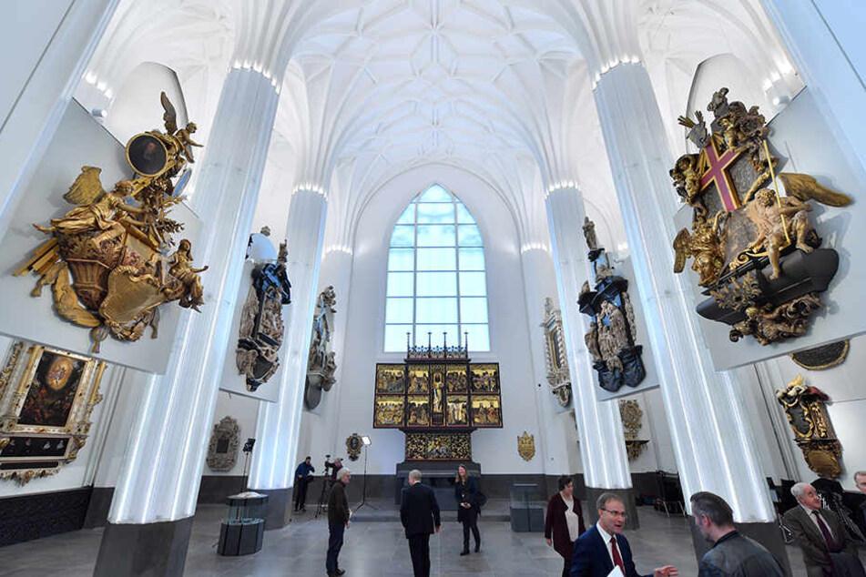 Das Paulinum erinnert in seiner äußeren Form an die 1968 gesprengte, Universitätskirche St. Pauli. Der Neubau wurde an der Stelle errichtet und beherbergt wissenschaftliche Einrichtungen, die Aula und einen Andachtsraum.