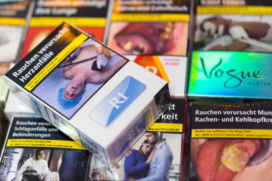 Warnhinweise auf Zigarettenpackungen.