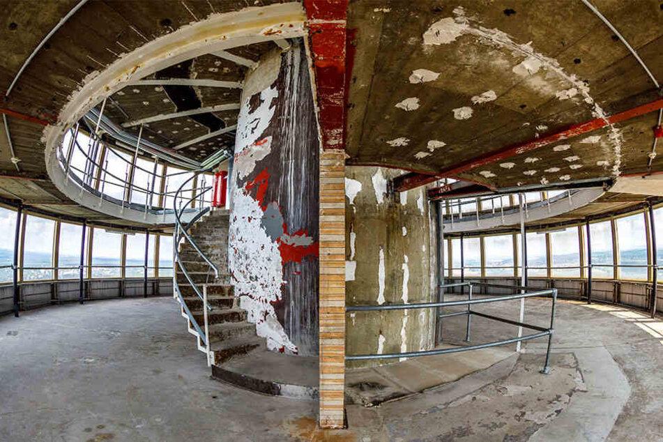 Die beiden entkernten Café-Etagen im Turm.