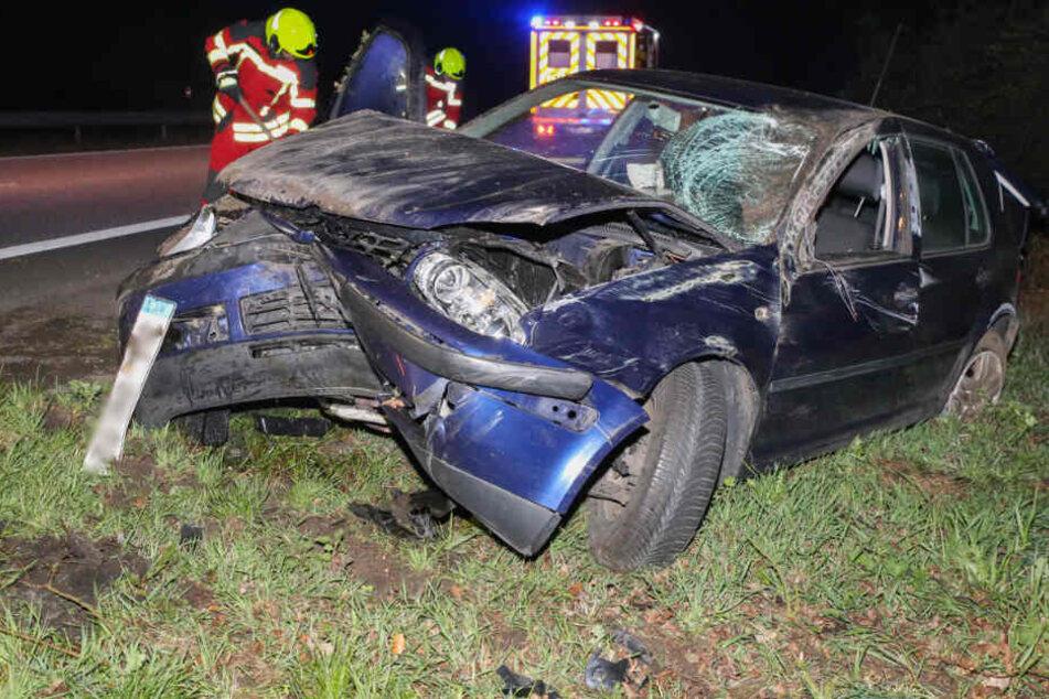 Auto wird auf A23 gerammt und kracht gegen Baum