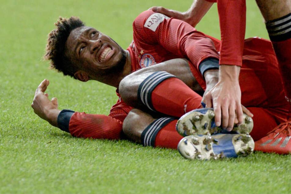 Bayern Münchens Kingsley Coman musste gegen den FC Augsburg verletzt vom Feld.