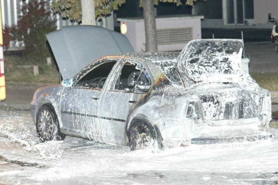 In Kreuzberg wurde ein Auto der türkischen Botschaft in Brand gesetzt.