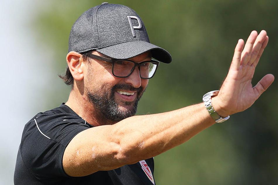 """Trainer """"Pele"""" Wollitz durfte sich über den nächsten Sieg seiner Mannschaft freuen."""