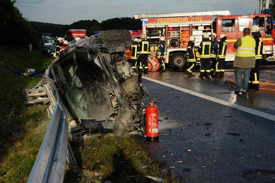 Großeinsatz für Feuerwehr und Rettungskräfte auf der A2. Hier beim Unfall in Oelde.