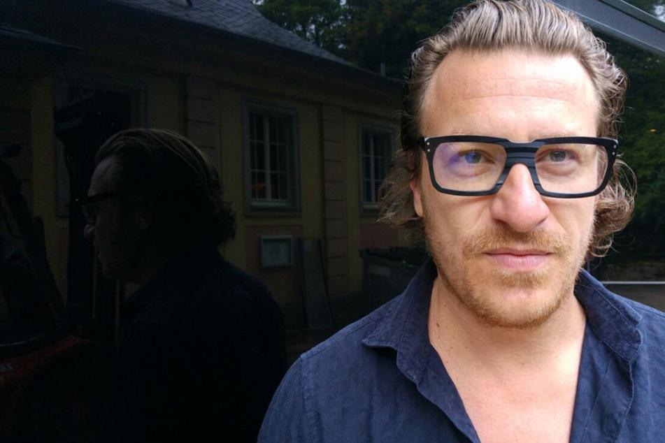 Der Künstler kurz vor seinem Auftritt in Dresden.
