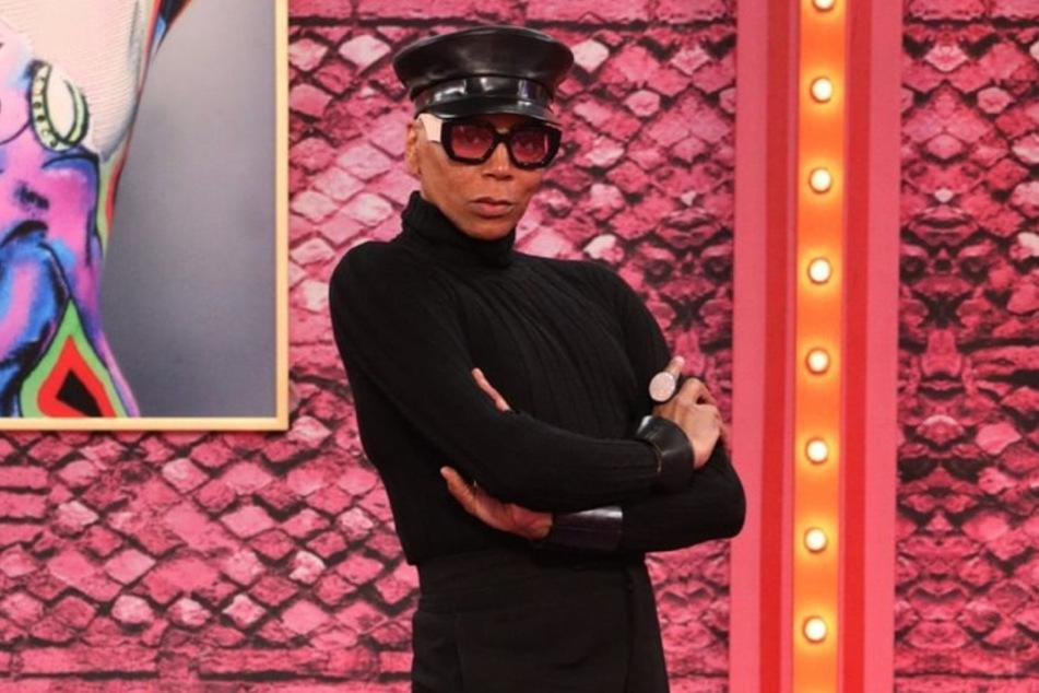 RuPaul appeared in the Werk Room in a fierce, all-black outfit.
