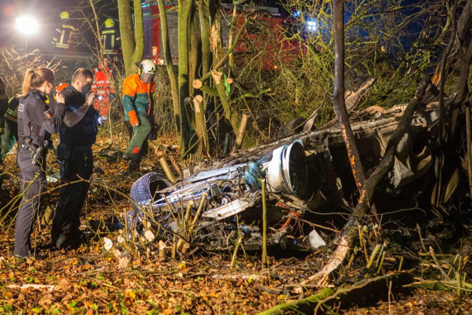 Horror-Crash auf A1: Fahrer verbrennt in seinem Wagen