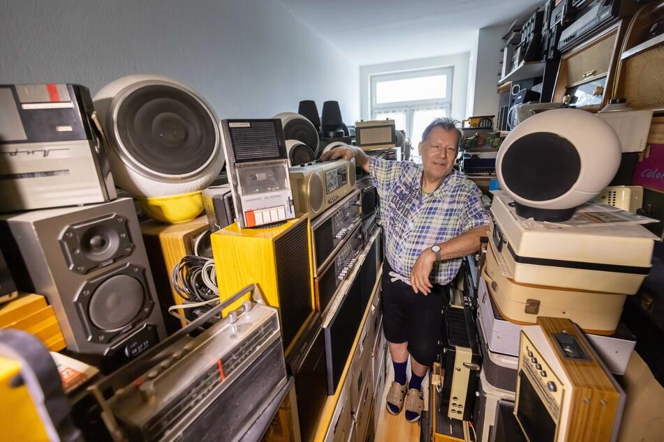 Die Leidenschaft von Radio-Sammler Jürgen Maroe (65) nimmt buchstäblich viel Raum ein.