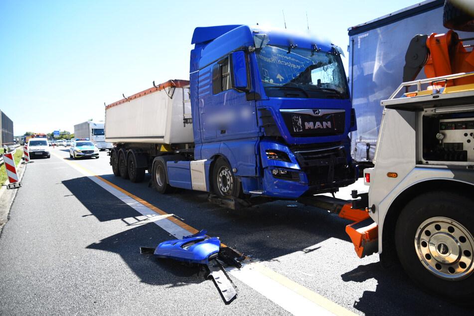 Nach Lastwagen-Unfall: Autobahn gesperrt, mehrere Kilometer Stau