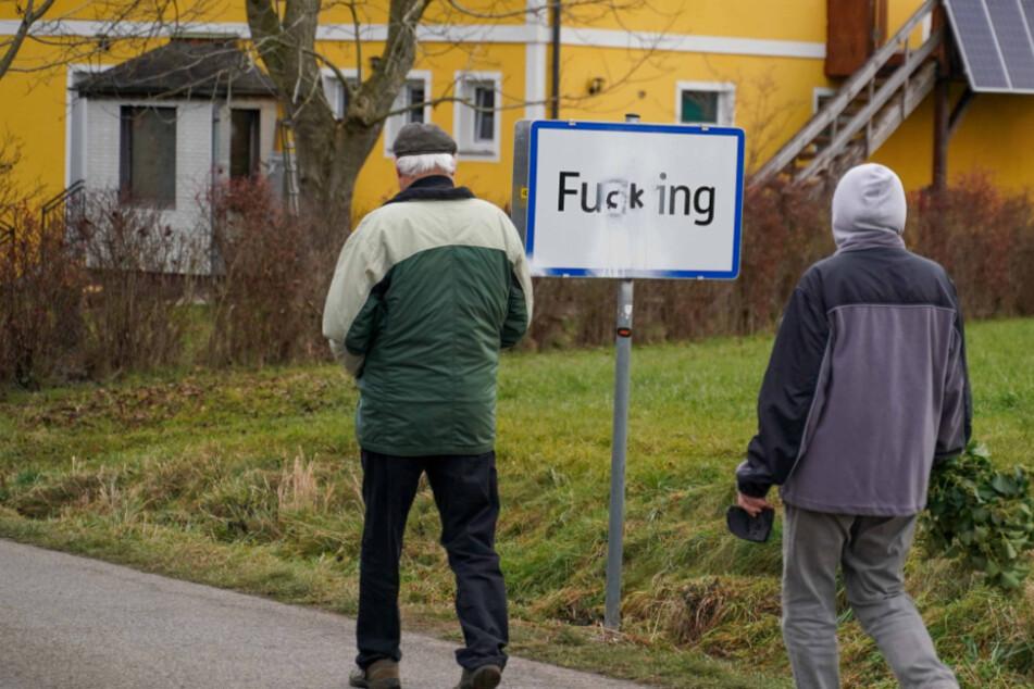 """Aus """"Fucking"""" wird """"Fugging"""": Dann eben auf nach """"Großdinghartding"""" oder """"Petting"""""""