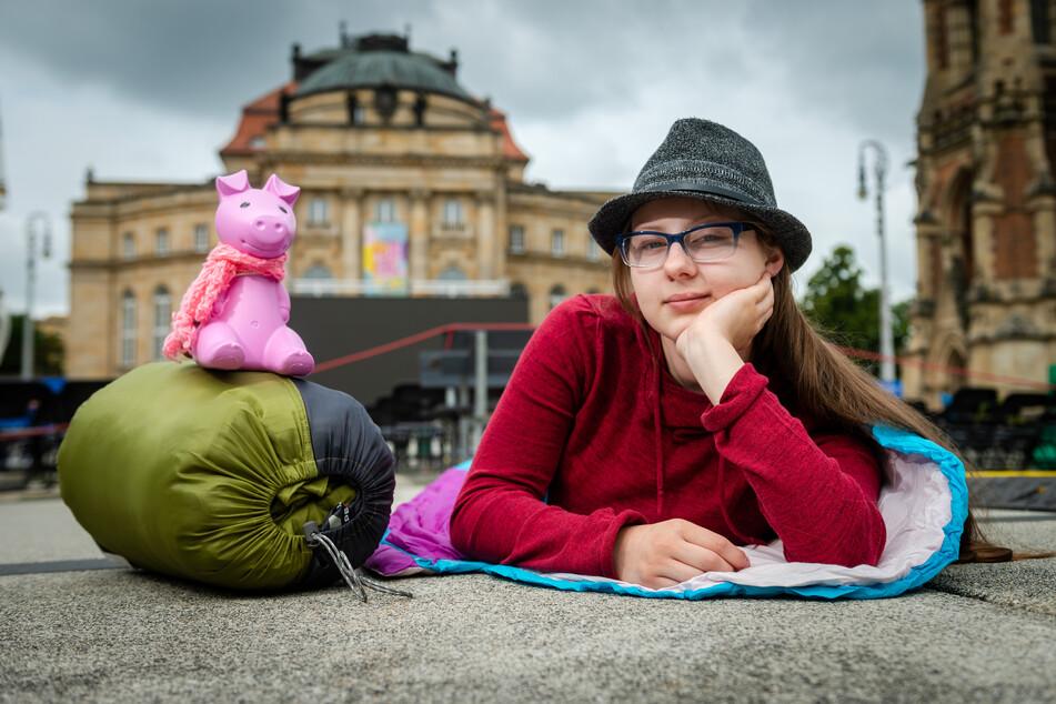 Initiatorin Janice Schmelzer (16) hat auf dem Theaterplatz schon mal Probe gelegen.