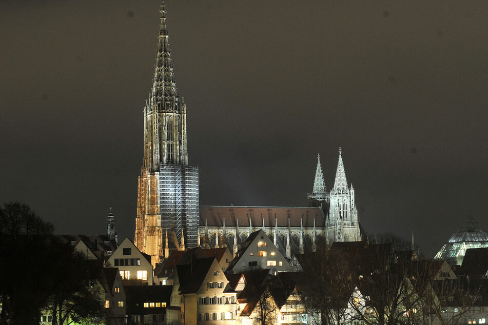 Die waghalsigen Männer hatten bei ihrer Aktion am Ulmer Münster auch eine Drohne dabei. (Archivbild)