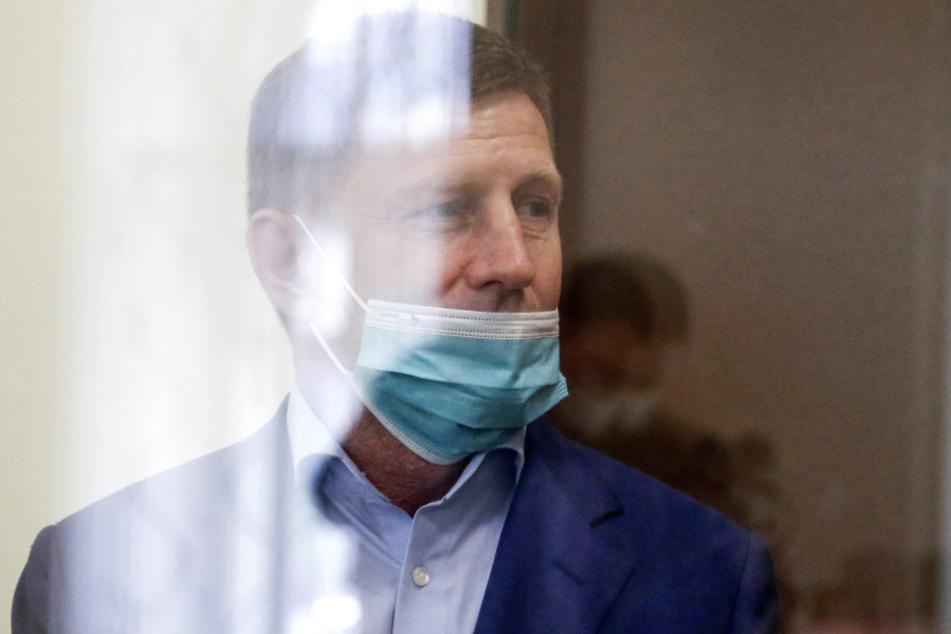 Sergej Furgal (50), Gouverneur von Chabarowsk, steht im Gerichtssaal. (Archivbild)