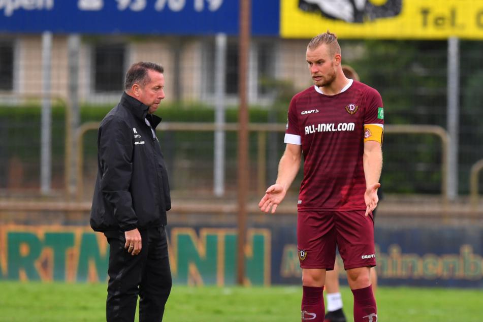 Diskussionsbedarf nach Abpfiff bei Trainer Marcus Kauczinski und Kapitän Sebastian Mai (rechts).