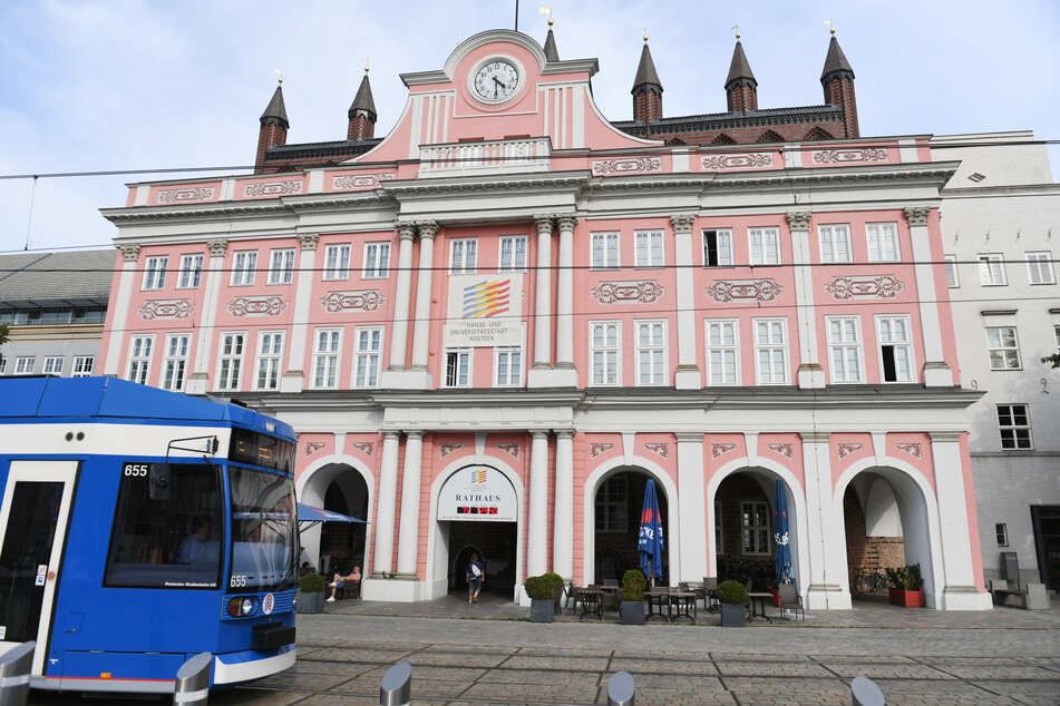 Das Rathaus und Sitz der Bürgerschaft am Neuen Markt in Rostock.