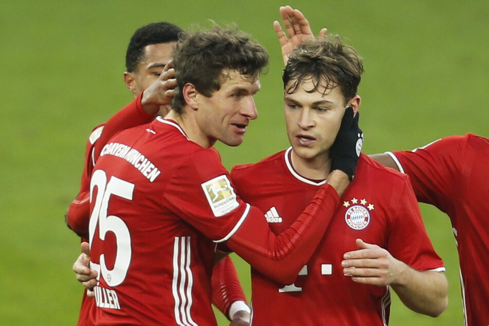 Joshua Kimmich (26, r.) ist von der Favoritenrolle des FC Bayern München bei der Klub-Weltmeisterschaft überzeugt.
