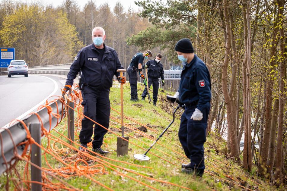 Vier Jahre nach einem Mord in Visselhövede hat die Polizei vor wenigen Tagen die mögliche Tatwaffe gefunden. Jetzt wurden zwei Verdächtige verhaftet.