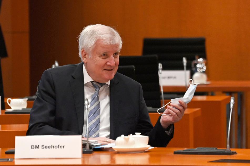 Bundesbauminister Horst Seehofer (71, CSU) hält die Entscheidung für richtig.