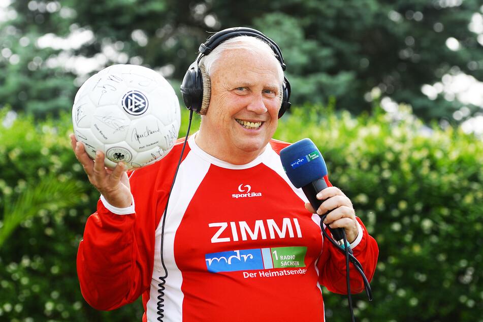 Untrennbar mit dem Fußball verbunden: Sportreporter Gert Zimmermann 2014.