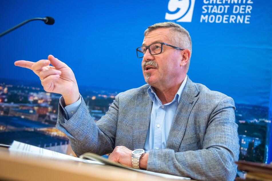 Bürgermeister Miko Runkel (59, parteilos) wurde wegen der vorschnellen Weihnachtsmarkt-Absage gerüffelt.