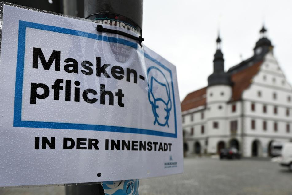 Blick auf das Rathaus in Hildburghausen. Die Maskenpflicht in der Innenstadt wird wieder aufgehoben.