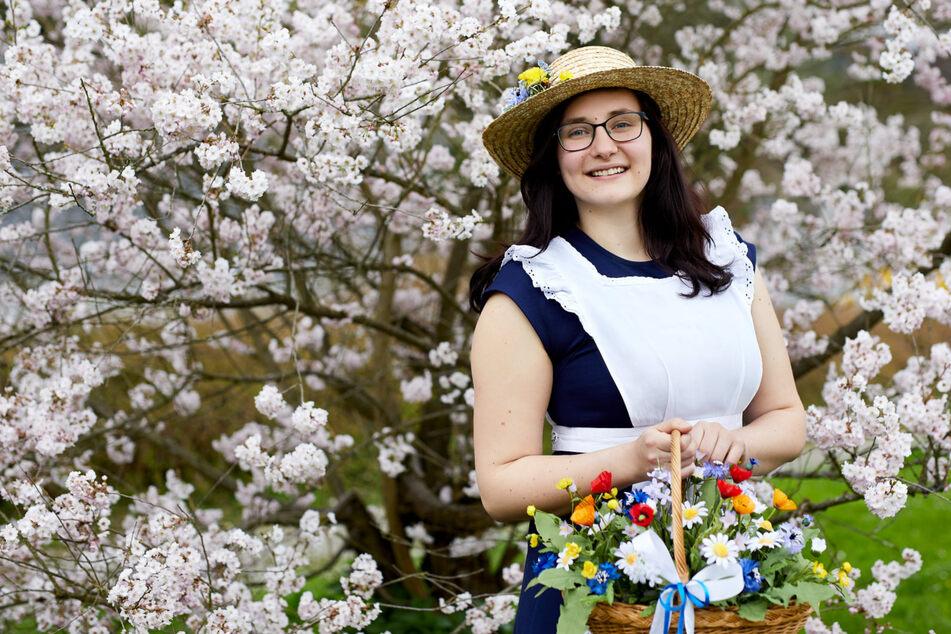 Sie ist die Neue: Sebnitzer Blumenmädchen geht noch zur Schule
