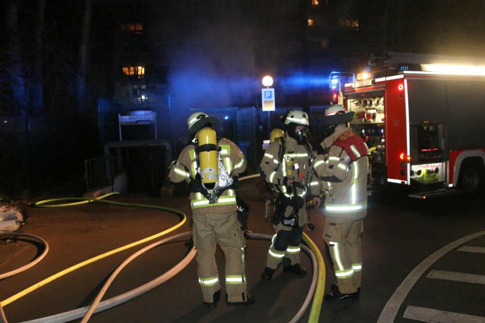 Berlin: Brandstiftung vermutet: Auto in Tiefgarage abgefackelt!