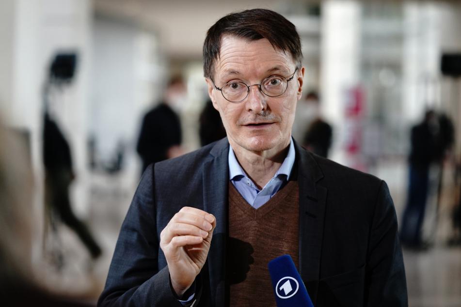 Karl Lauterbach (58, SPD) spricht sich für eine schnelle Rückkehr zu vollständigem Präsenzunterricht aus.