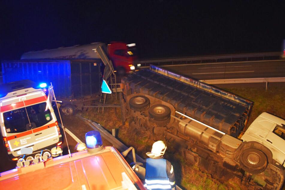 Unfall A2: Mit 2,5 Promille auf der A2 unterwegs! Lastwagen landet im Straßengraben und kippt um