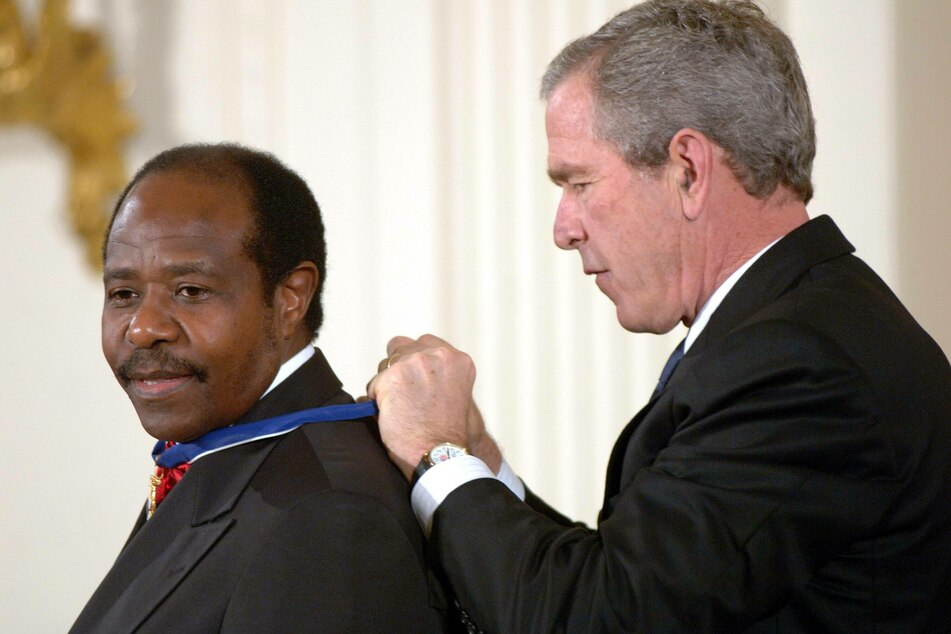 George W. Bush awarded Rusesabagina the Presidential Medal of Freedom in 2005 (archive image).