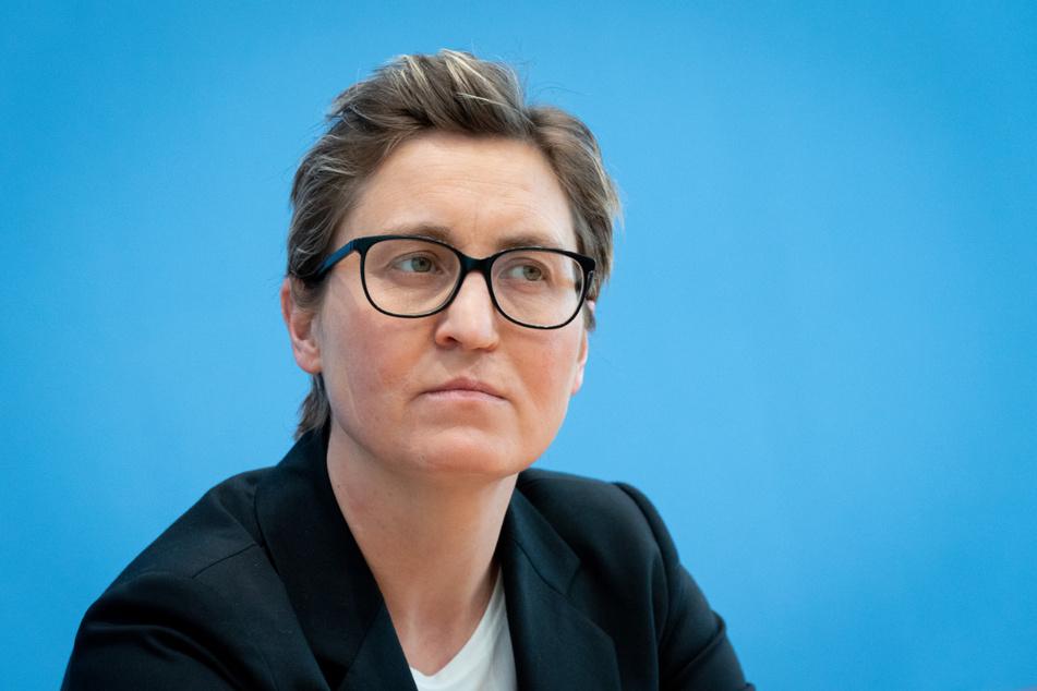Die Bundesvorsitzende der Linken, Susanne Hennig-Wellsow (43) gibt eine Pressekonferenz. Sie will in Thüringen für den Bundestag kandidieren.