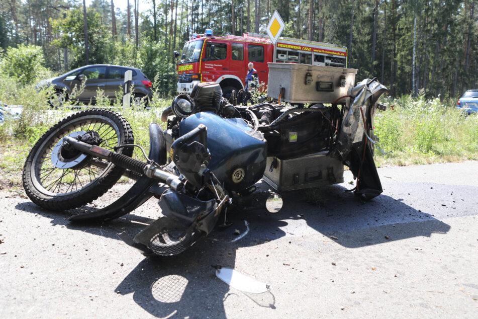 Tödlicher Unfall: Motorradfahrer knallt frontal in entgegenkommendes Auto