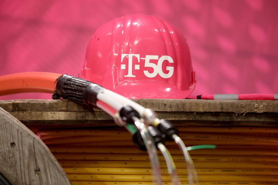 Die Deutsche Telekom kommt beim Ausbau ihres Mobilfunknetzes für den neuen Standard 5G nach eigenen Angaben gut voran.
